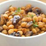 תבשיל חומוס עם פטריות