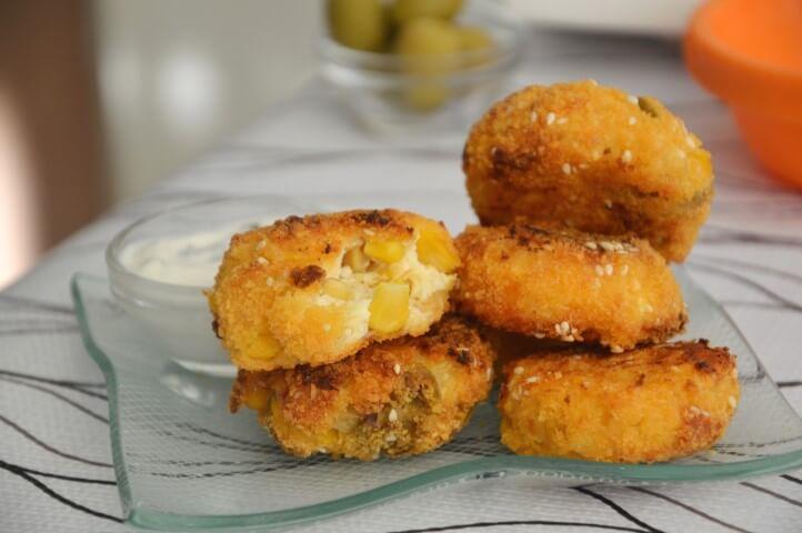 נגיסי גבינה ותירס