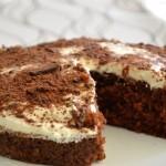 עוגת שוקולד עם קצפת