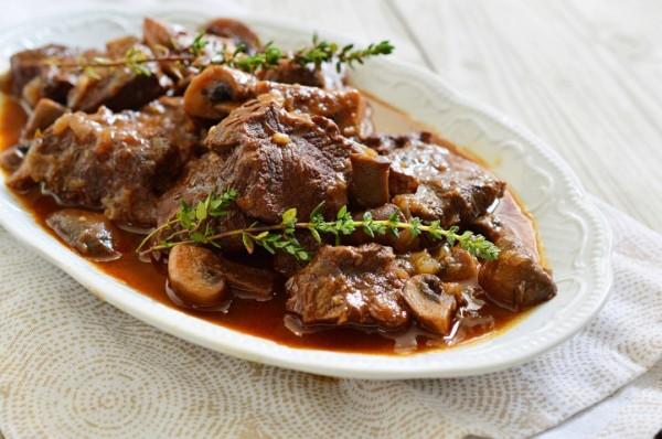 תבשיל בשר עם פטריות