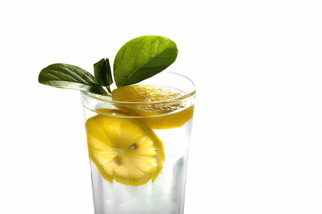 מים עם לימון