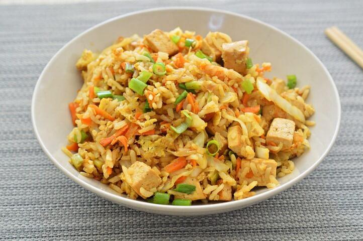 אורז מוקפץ עם טופו