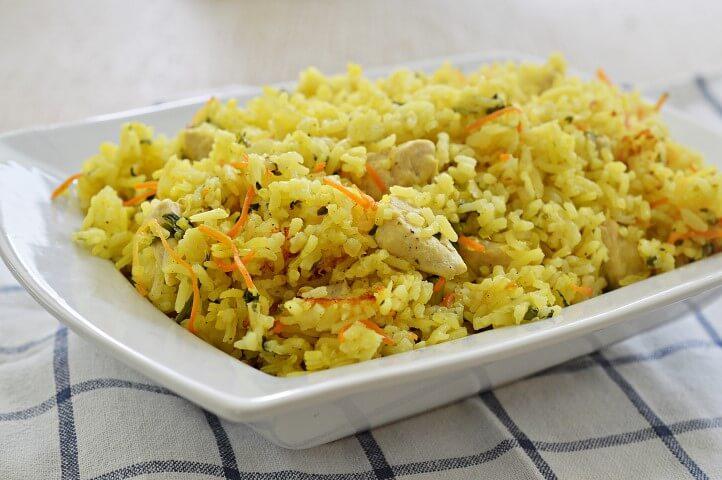 אורז עם כרוב, גזר ועוף