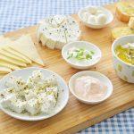 פלטת גבינות מתובלות