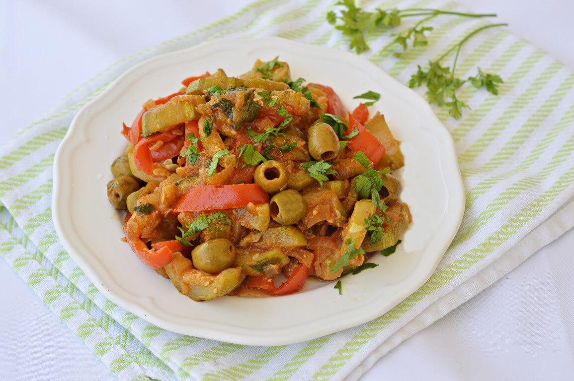 תבשיל קישואים, גמבה וזיתים