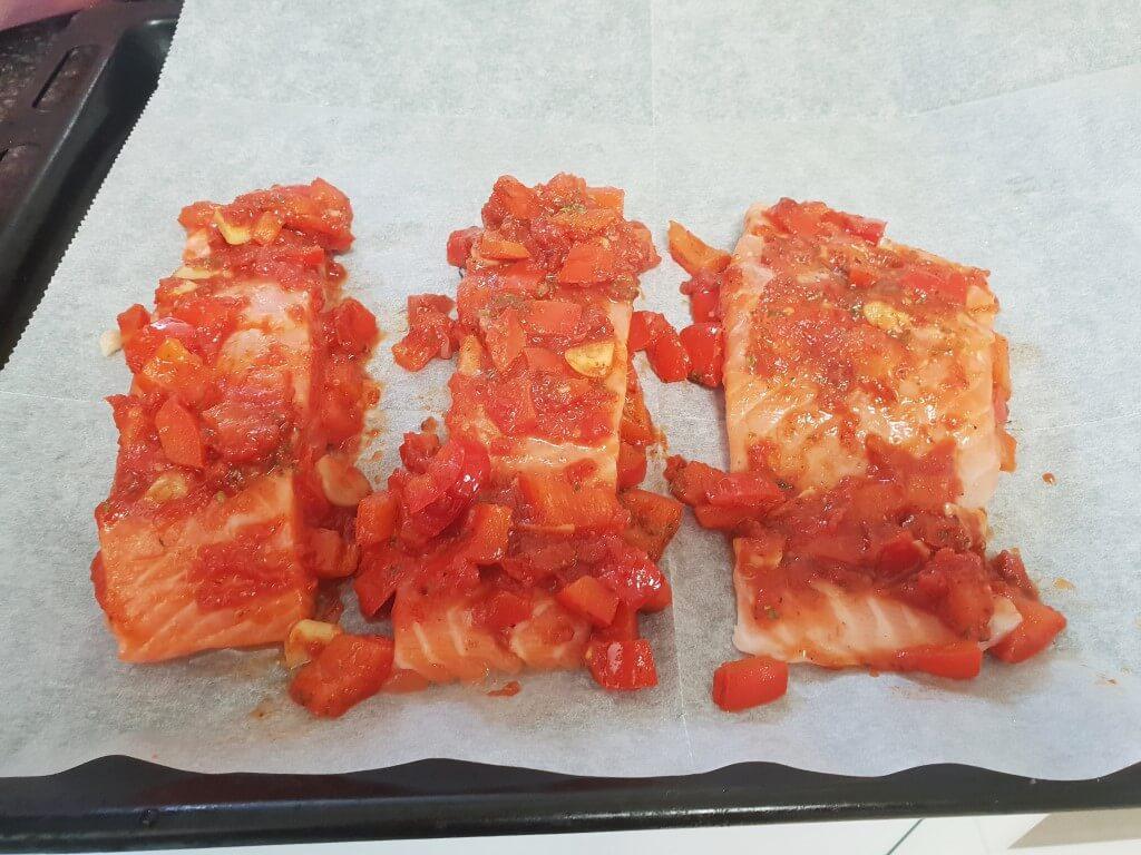 פילה סלמון ברוטב עגבניות