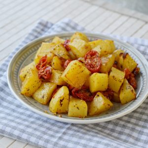 תפוחי אדמה ועגבניות שרי בתנור