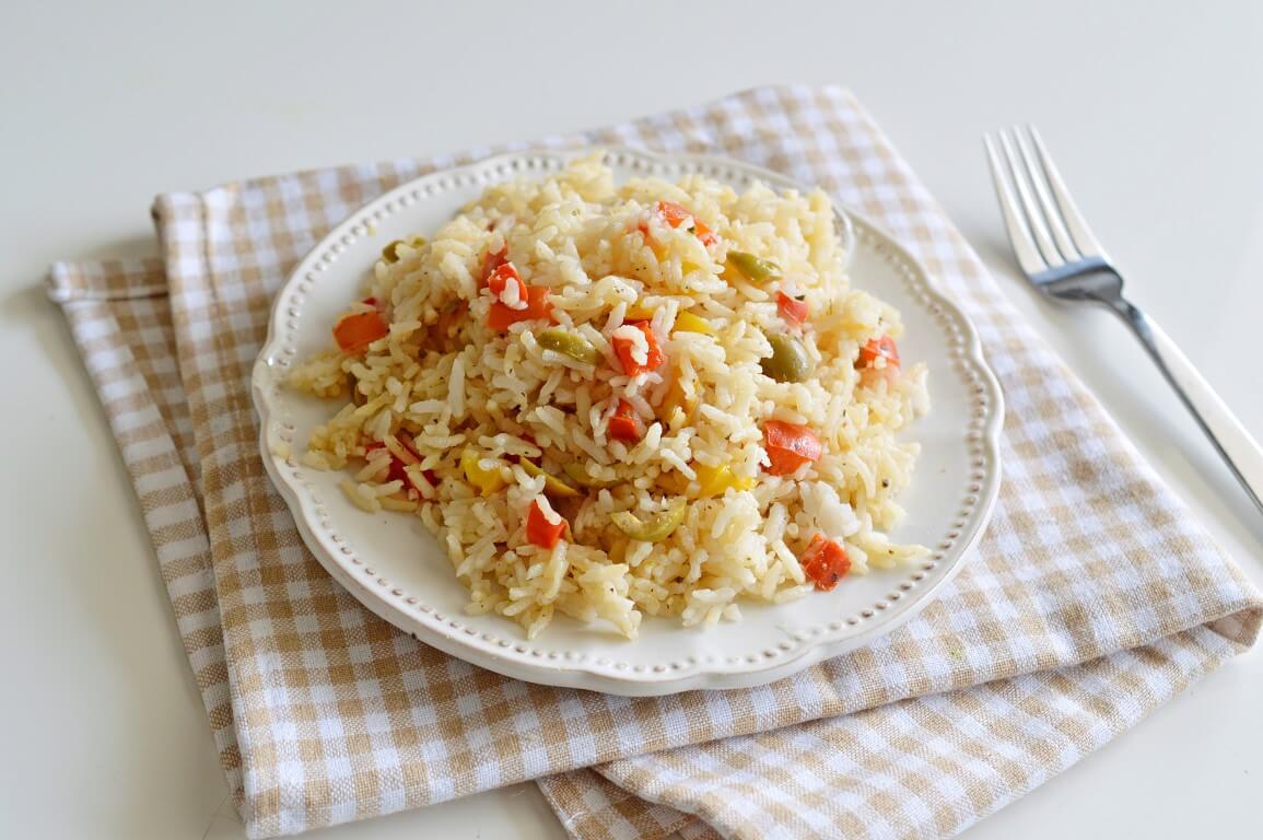 אורז עם פלפלים וזיתים