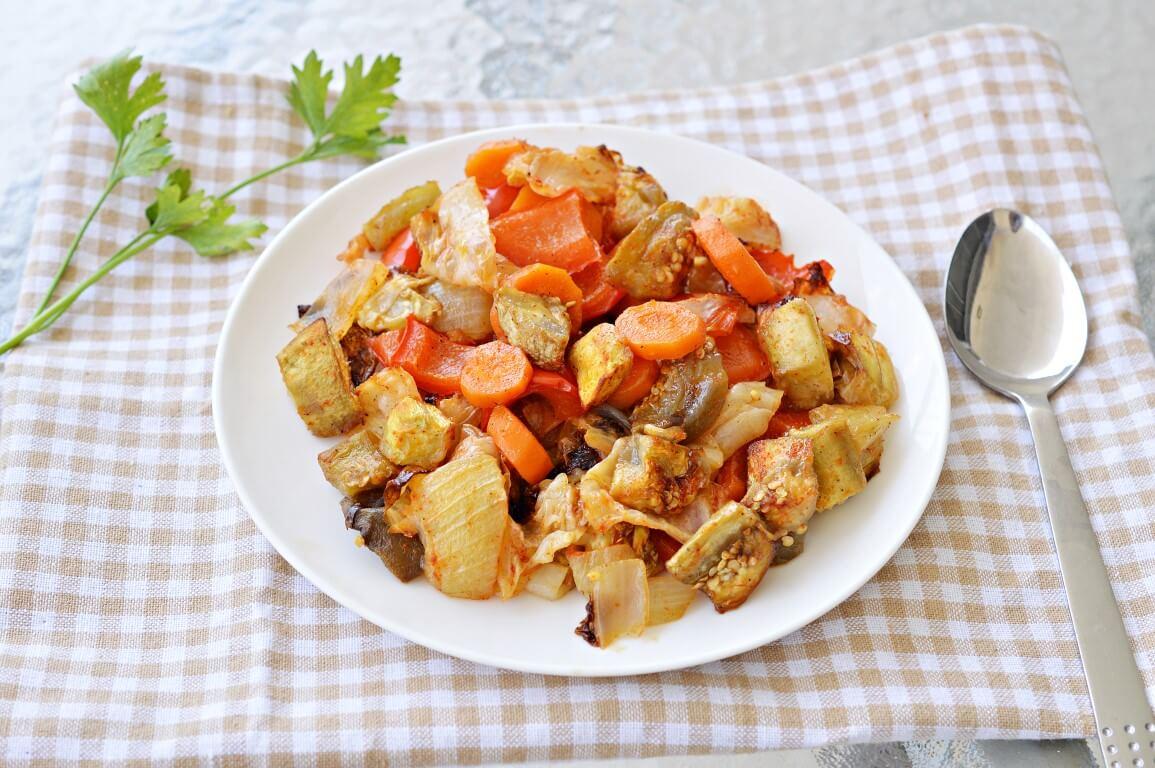 חצילים עם ירקות בתנור