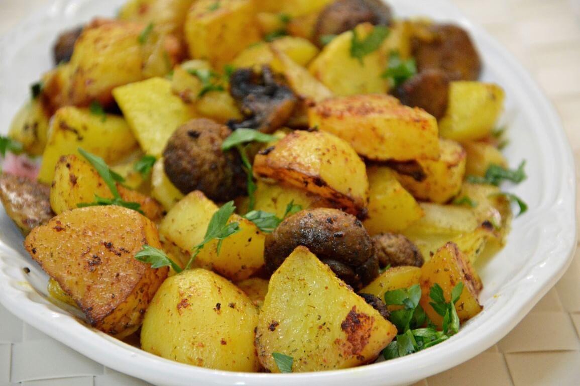 תבשיל תפוחי אדמה ופטריות