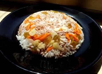 אורז עם צימוקים ושקדים