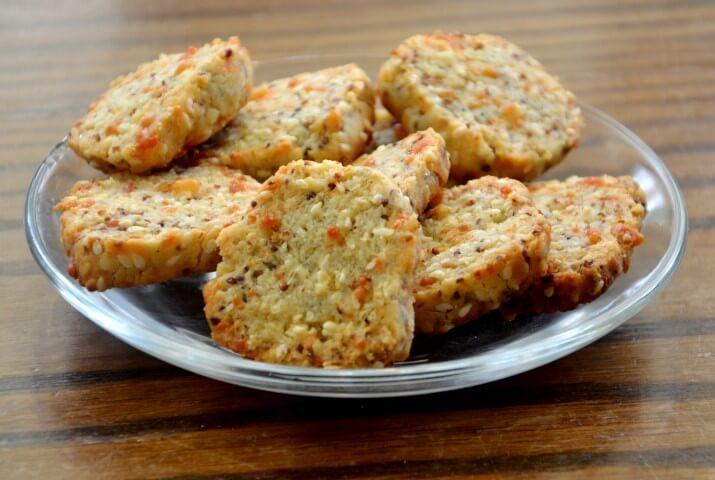 עוגיות חרדל ופרמזן