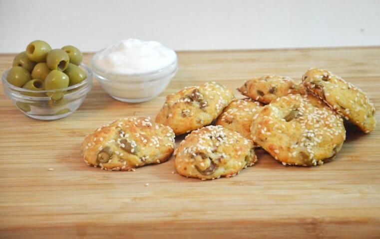 חטיפי גבינה וזיתים