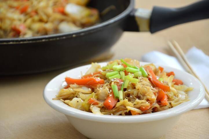 מקלוני אורז עם ירקות