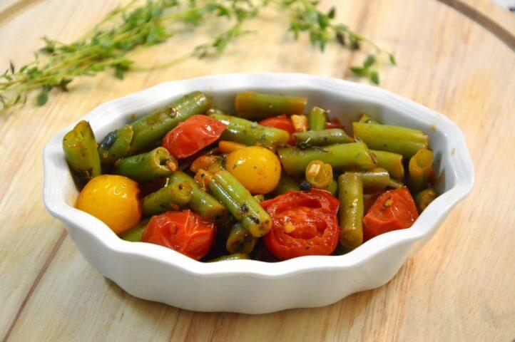 שעועית ירוקה עם עגבניות שרי