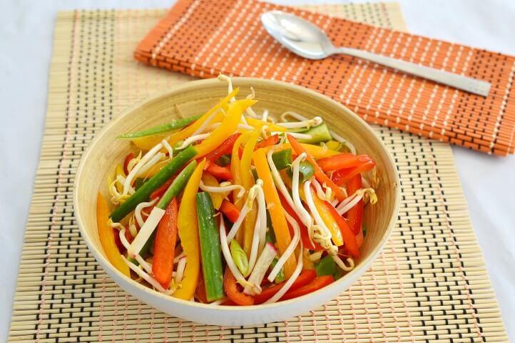 סלט ירקות אסייתי
