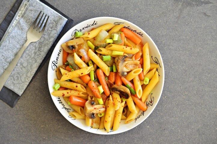 פסטה מוקפצת עם ירקות