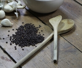 עדשים שחורות
