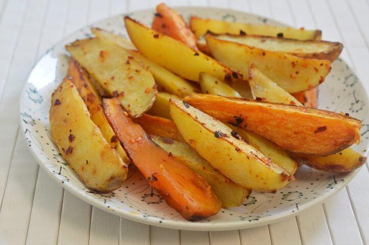 תפוחי אדמה ובטטות בתיבול פיקנטי