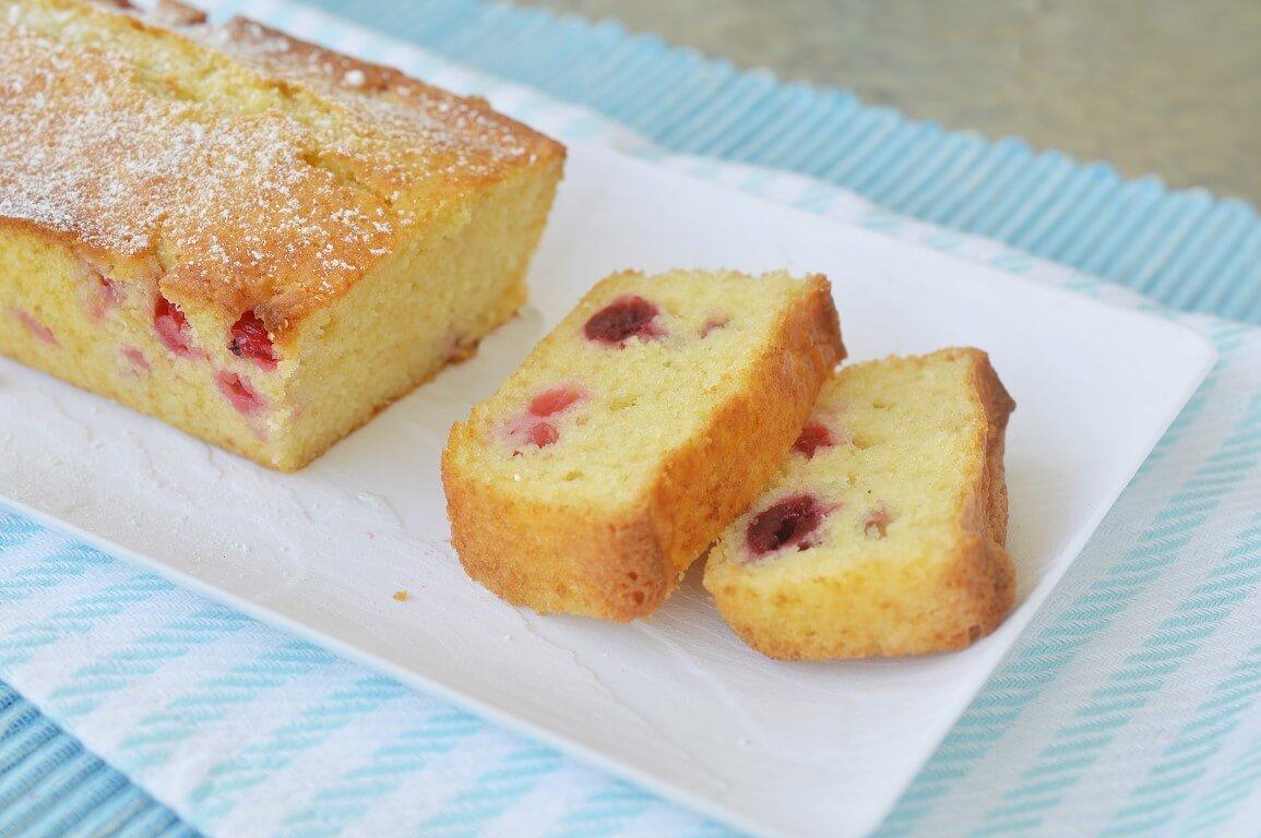 עוגה בחושה עם פירות יער