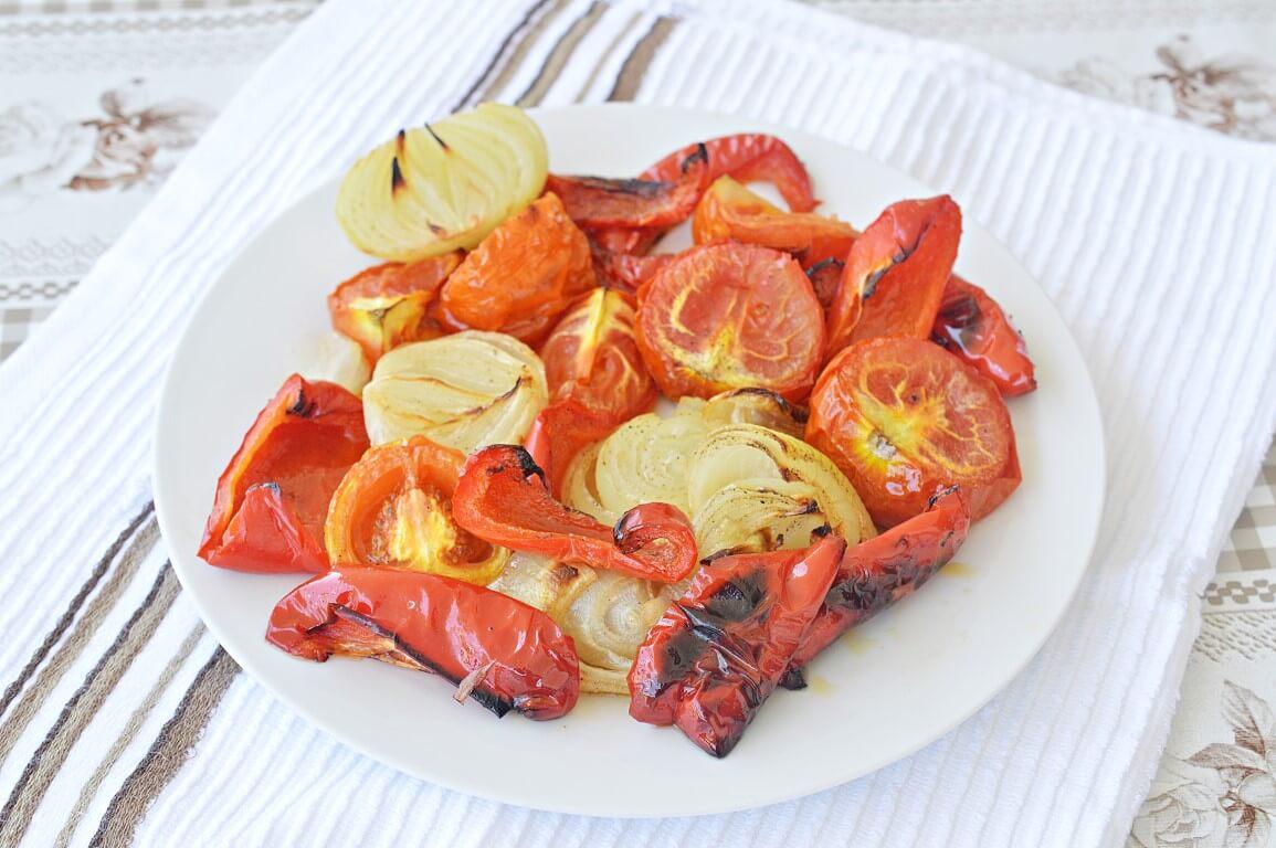 עגבניה ובצל בתנור