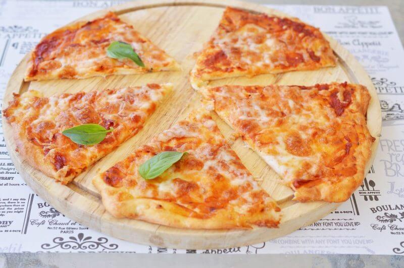 פיצה מבצק מוצרלה