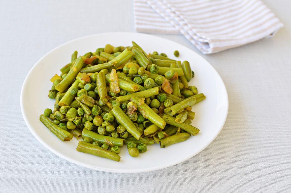 תבשיל שעועית ירוקה ואפונה