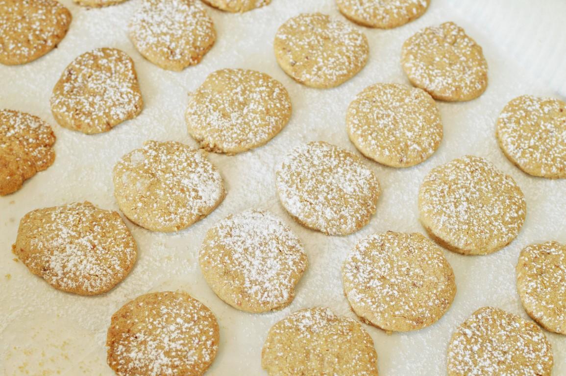 עוגיות אגוזים, שקדים וקוקוס